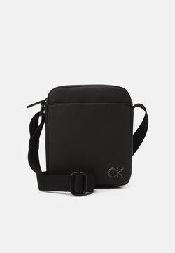 Calvin Klein - REPORTER UNISEX - Sac bandoulière - black