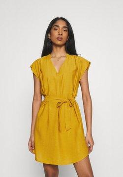 ONLY - ONLJOSEY V NECK DRESS - Robe d'été - nugget gold