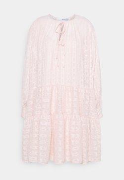 Selected Femme - SLFMUNI AMAYA DRESS - Kjole - peach whip