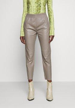 Oakwood - GIFTER - Pantalon en cuir - mastic