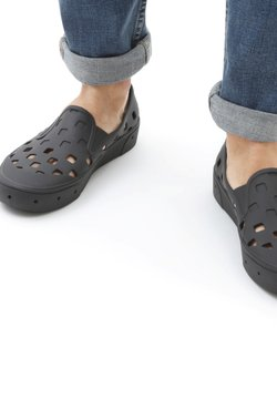 Vans - UA Trek Slip-On - Loaferit/pistokkaat - black