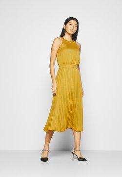King Louie - DANNA PLISSE DRESS GINTY - Cocktailkleid/festliches Kleid - curry yellow