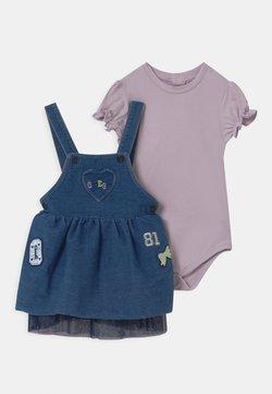 Guess - BABY SET - Vestido vaquero - lavender blue