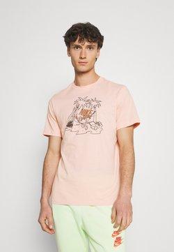 Nike Sportswear - TEE FUTURA TREE - T-shirt z nadrukiem - arctic orange