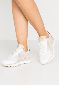 Puma - FUTURE RIDER SOFT METAL - Sneaker low - marshmallow/natural