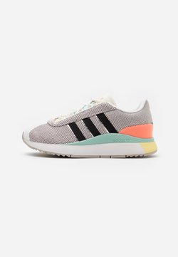 adidas Originals - ANDRIDGE SPORTS INSPIRED SHOES - Zapatillas - cloud white/clear black/chalk coral