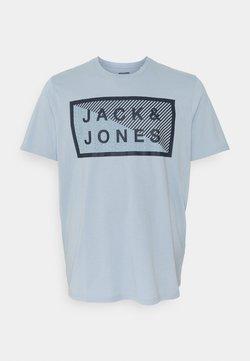 Jack & Jones - JCOSHAWN TEE CREWNECK  - T-shirt imprimé - dusty blue