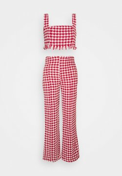 Missguided Petite - COORD SCOOP NECK CROP AND SEAM TROUSER SET - Stoffhose - red