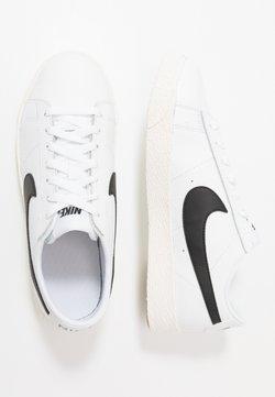 Nike Sportswear - BLAZER - Sneakersy niskie - white/black/sail/light brown
