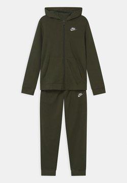 Nike Sportswear - CORE SET  - Survêtement - khaki