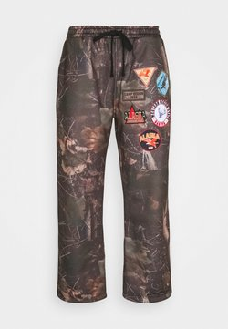 Jaded London - WOODLAND BADGE JOGGERS - Jogginghose - camo