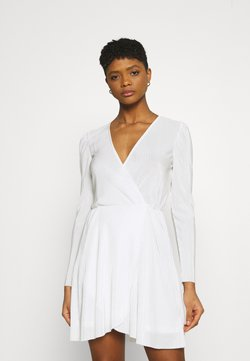 Nly by Nelly - ALL I NEED PLEAT DRESS - Cocktail dress / Party dress - white