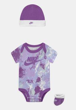Nike Sportswear - TIE DYE FUTURA SET UNISEX - T-Shirt print - purple chalk
