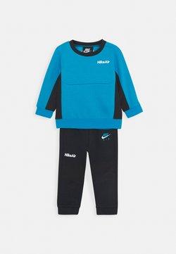 Nike Sportswear - AIR CREW SET - Trainingspak - black/laser blue