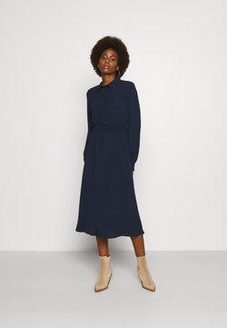 Vero Moda Tall - VMSAGA SMOCK CALF DRESS - Maxikleid - navy blazer