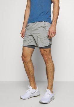 Nike Performance - STRIDE 2IN1 - Pantalón corto de deporte - iron grey/reflective silver