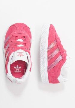 adidas Originals - GAZELLE UNISEX - Joggesko - real pink/footwear white