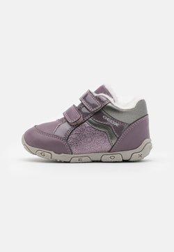 Geox - BALU GIRL - Sneakers basse - light prune/grey