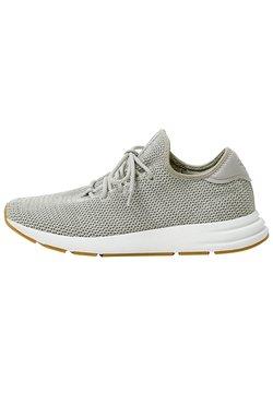 PULL&BEAR - URBANE SNEAKER MIT SEITLICHEN ELEMENTEN  - Sneaker low - grey