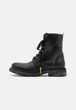 Yellow Cab - UTAH - Veterboots - black