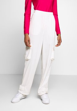 adidas Originals - TRACK PANT - Jogginghose - chalk white