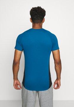 Puma - EVOSTRIPE  - T-paita - digi blue