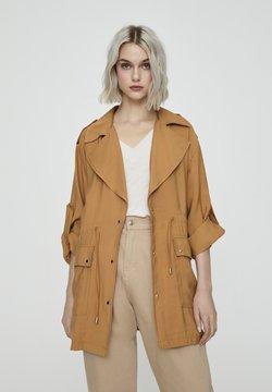 PULL&BEAR - Krótki płaszcz - camel