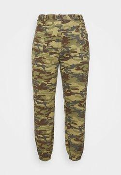 Missguided Plus - PLUS RING BELT CAMO TROUSER - Pantalones - khaki