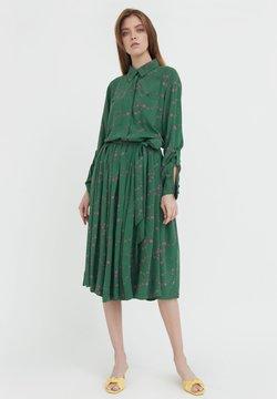 Finn Flare - Blusenkleid - green