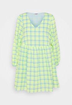 Noisy May Petite - NMNEON  V NECK CHECK DRESS - Freizeitkleid - bright white/neon