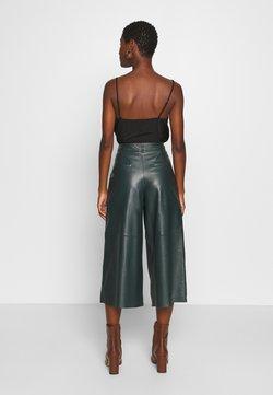 Oakwood - MEGHAN - Pantalon en cuir - dark green