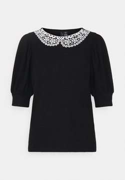 Vero Moda Petite - VMTAMIRA COLLAR - T-shirt con stampa - black/snow white