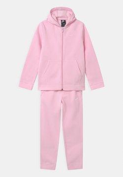 Nike Sportswear - CORE SET - Survêtement - pink foam