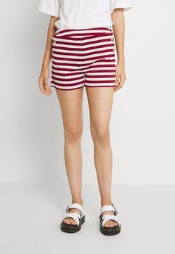 Vila - VITINNY BUTTON - Shorts - snow white/red dahlia
