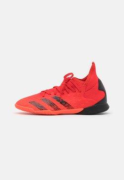 adidas Performance - PREDATOR FREAK .3 IN UNISEX - Botas de fútbol sin tacos - red/core black/solar red