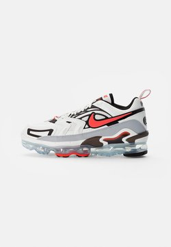 Nike Sportswear - AIR VAPORMAX - Sneakers basse - summit white/crimson-black-reflect silver