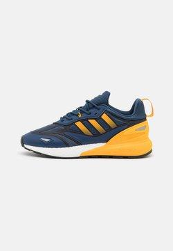 adidas Originals - ZX 2K BOOST 2.0 UNISEX - Zapatillas - crew blue/semi solar gold/core black