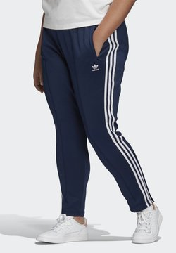 adidas Originals - PRIMEBLUE SST TRACKSUIT BOTTOMS (PLUS SIZE) - Jogginghose - Blue