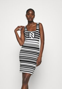 NIKKIE - JEAN DRESS - Strickkleid - white/black