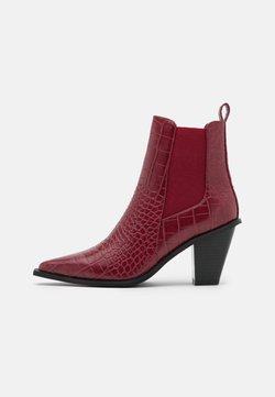 NA-KD - POINTY BLOCK HEEL BOOTS - Korte laarzen - wine red