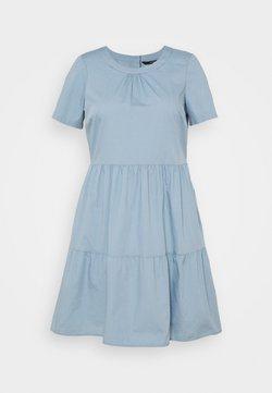 Vero Moda Curve - VMGULVA ABOVE KNEE DRESS - Freizeitkleid - blue fog