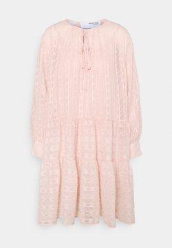 Selected Femme Petite - SLFMUNI AMAYA DRESS - Vestido informal - peach whip