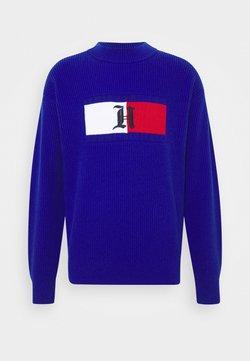Tommy Hilfiger - LEWIS HAMILTON UNISEX BOX RIBBED MOCK NECK  - Sweter - sapphire blue