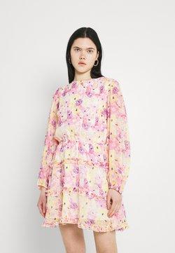 Gina Tricot - SONJA DRESS - Freizeitkleid - pink