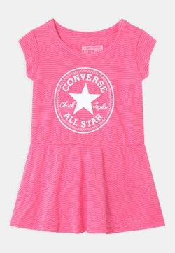 Converse - PRINTED COVER SET - Vestido ligero - pink glow