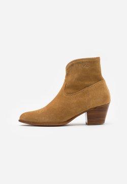 Polo Ralph Lauren - LUCILLE BOOTS CASUAL - Cowboy-/Bikerlaarsjes - caramel