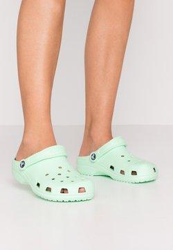 Crocs - CLASSIC - Chaussons - neo mint