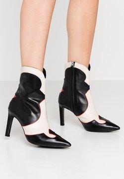 Billi Bi - High Heel Stiefelette - black/red/white