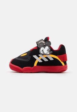 adidas Performance - ACTIVEPLAY MICKEY UNISEX - Obuwie treningowe - core black/footwear white/scarlet red