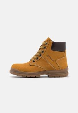 Geox - NAVADO BOY - Schnürstiefelette - yellow/dark brown